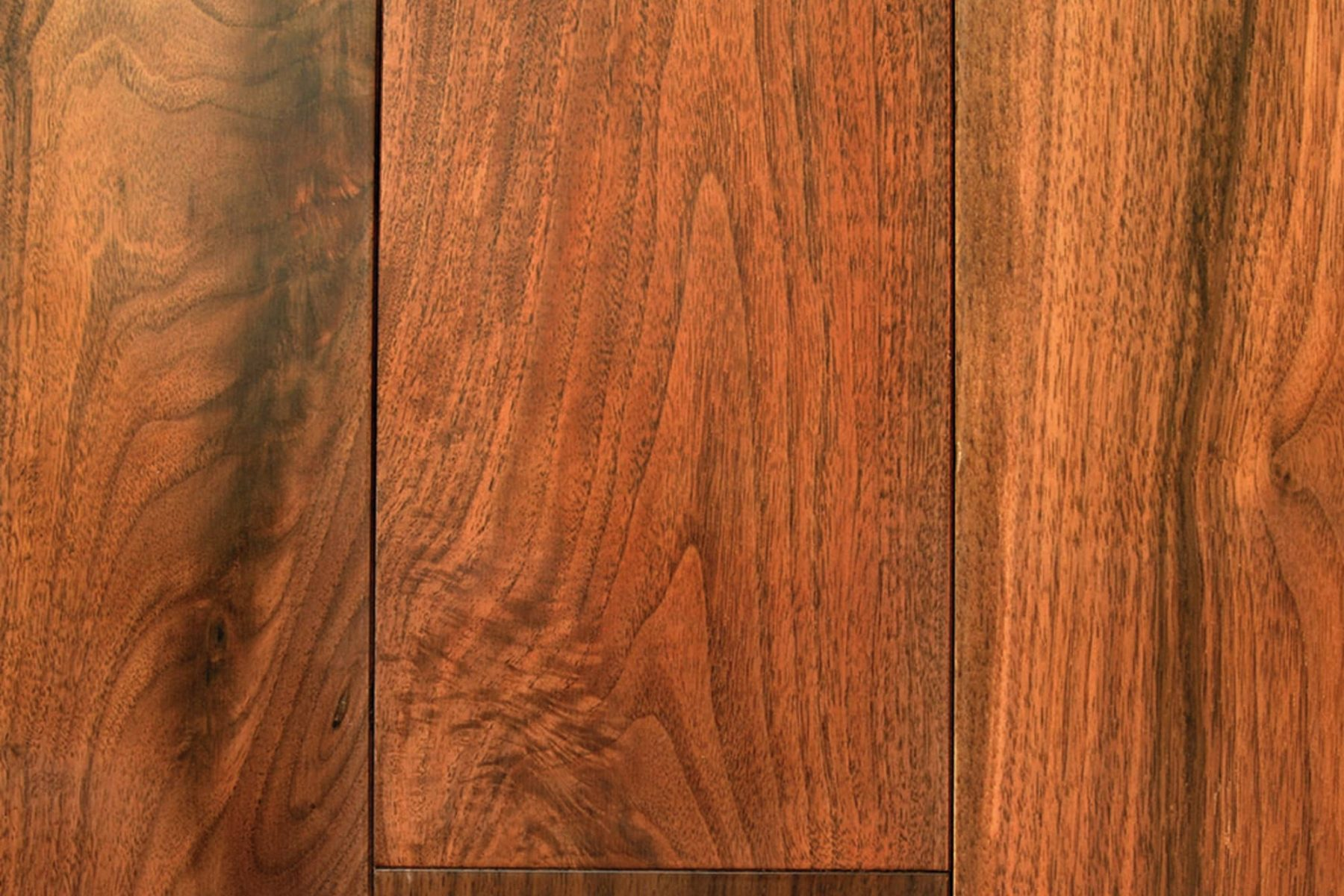 Natural walnut, lacquered wood plank flooring